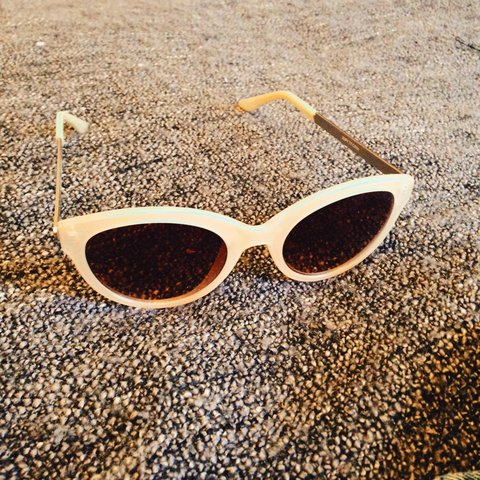 7b41fe4e30 Cream cat eye vintage style sun glasses from  topshop. Good - Depop