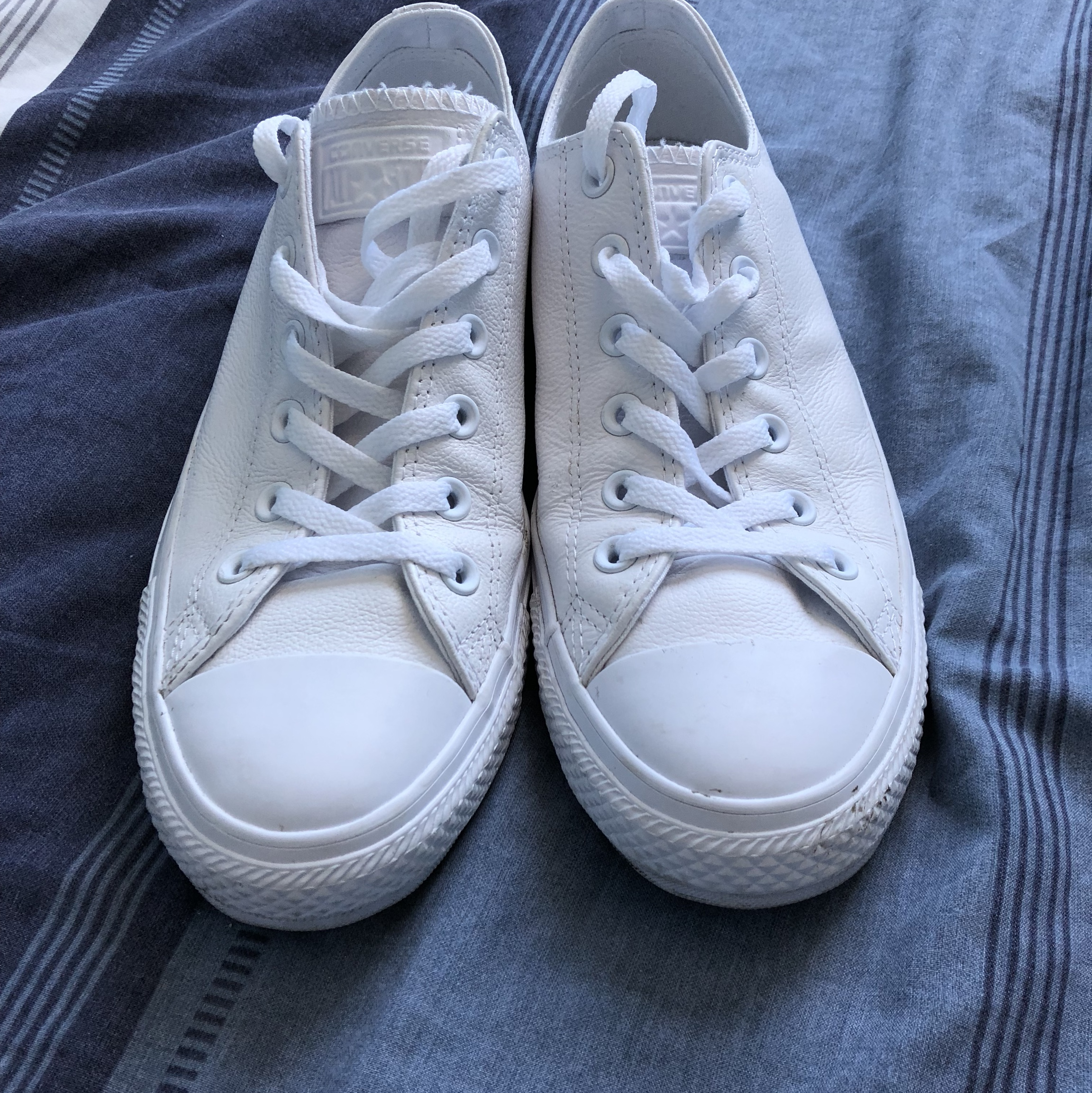 Need gone Converse Triple White leather