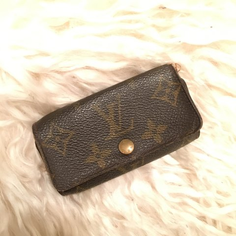 9f1a1498cc27 Vintage Louis Vuitton key holder. Used condition