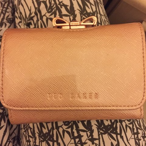 3a9c779025a Get an absolute bargain with this Geniunie TED BAKER purse a - Depop