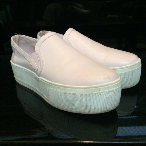 767e0400e213 PRICE DROPPED!!! Very cute pink slip-ons from Forever21!! to - Depop