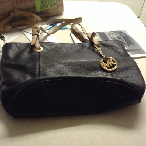 504d061416ab michaelkors used a few times, but in great condition, black - Depop