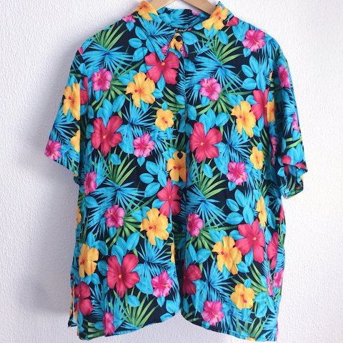 378ad5c1702 🌈 🌸 vintage Hawaiian shirt 🌼 🌺 so soft