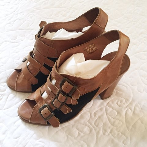 81529833a5e Anthropologie Schuler   Sons Philadelphia leather block Rich - Depop