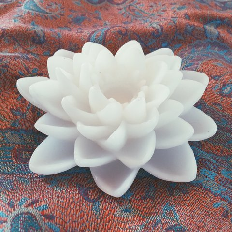White Lotus Flower Faux Candle Batteries Included Used Depop