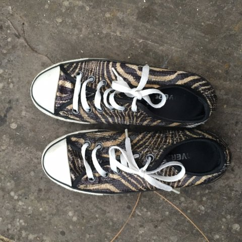 a2e0a108483c size 5 converse patterned with sequins obvious signs of worn - Depop