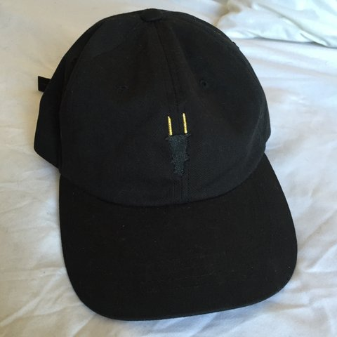 Round Two Plug Dad Hat    never been worn. 🔌🔌🔌 - Depop e230344001f