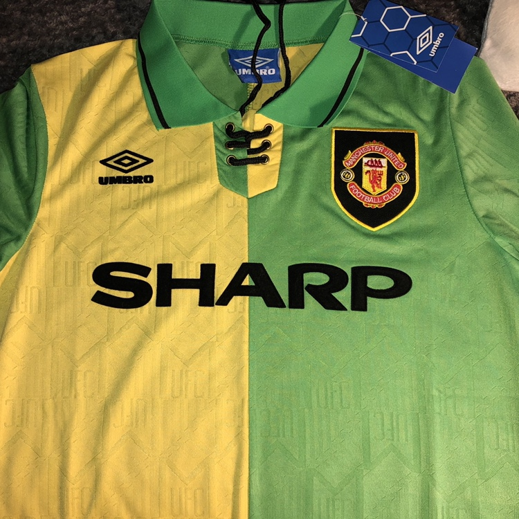 buy popular 5c0e8 86232 Manchester United green and gold 92-94 third kit New... - Depop
