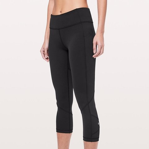 2b906e6ed Lulu Lemon flare out cropped leggings. These are sculpting a - Depop
