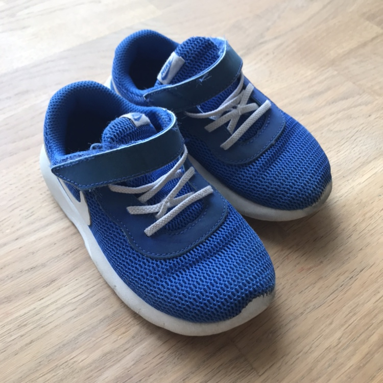 Nike infant size 9.5 trainers good