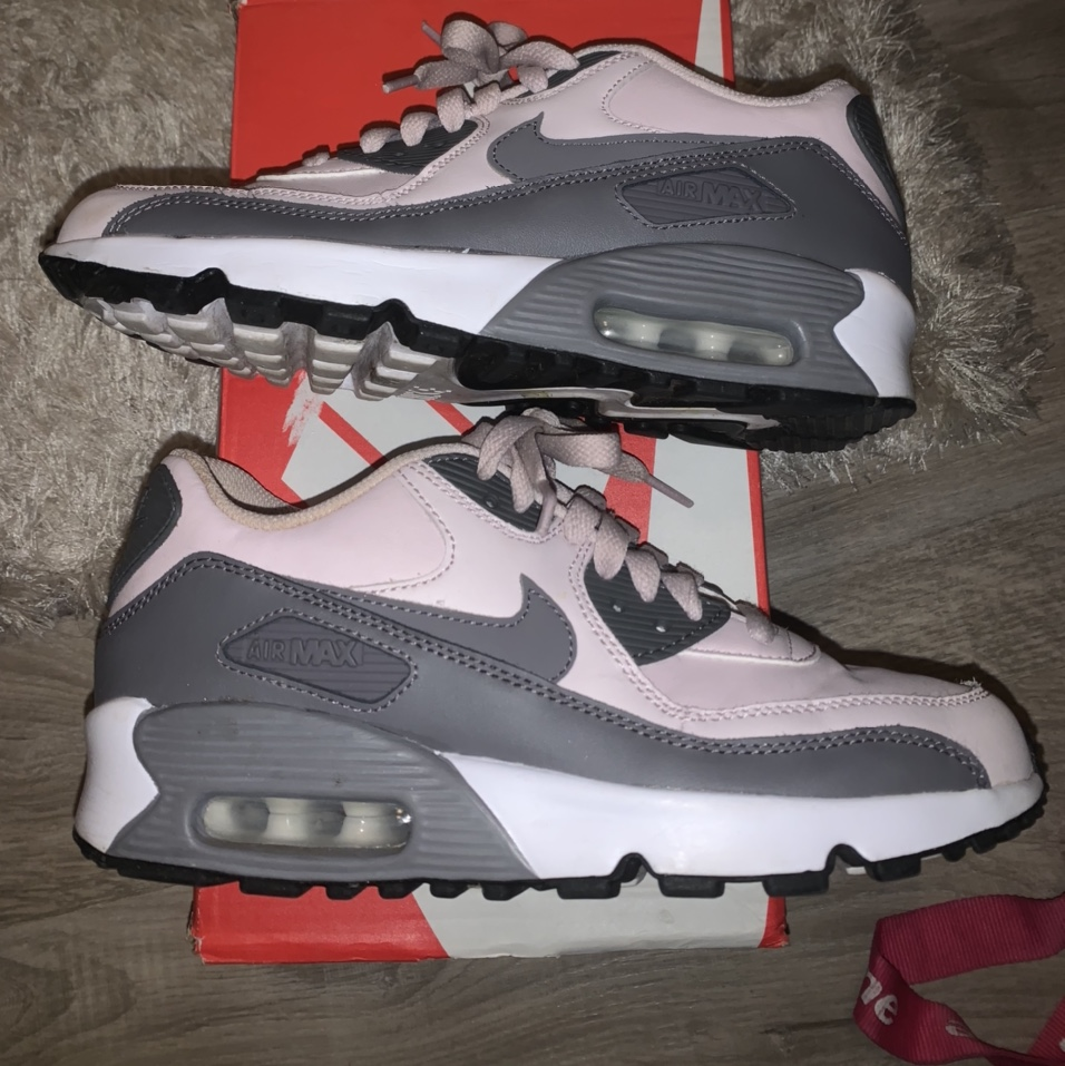 Nike air max 90 size junior 5 but would fit a...