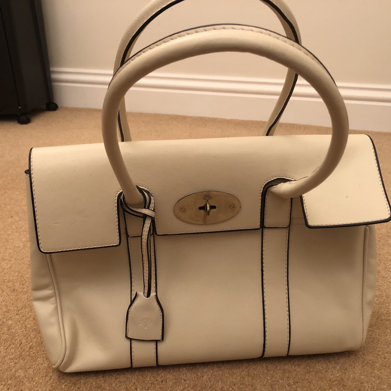 ef8e21bbd728 Mulberry bayswater white cream bag with clasp. Mulberry tree - Depop