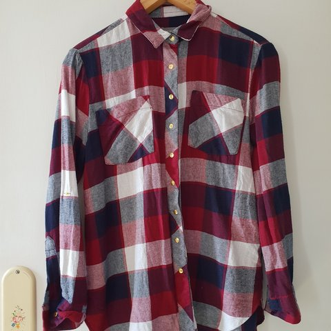 dbc650395bc240 @itskeisha. 29 days ago. Wiltshire, United Kingdom. Burgundy and navy blue  checked flannel style shirt. Size 6 but oversized to ...