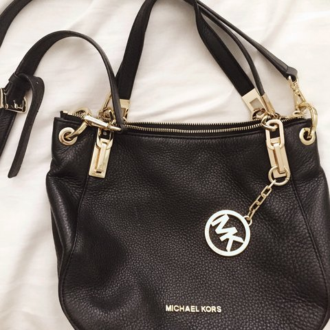 bbad968661ba @susanboo. 3 years ago. Simi Valley, CA, USA. Michael Kors purse. It's also  a side purse with long strap.