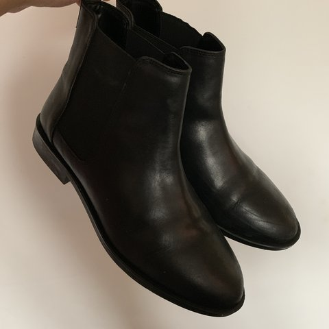 d5365fb8f5cd @sashacosgrove. 5 months ago. Stamford, United Kingdom. ASOS DESIGN Wide fit  Aura leather Chelsea ankle boots.