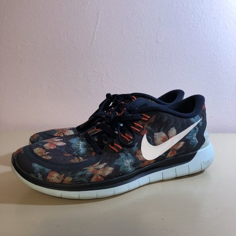 411f8ccce408 nike free run in a women s size 7. navy blue with floral and - Depop