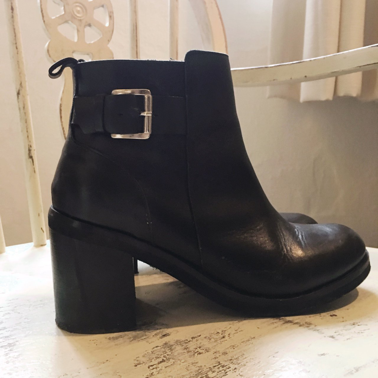 32a5931dfc5 River island black leather heeled
