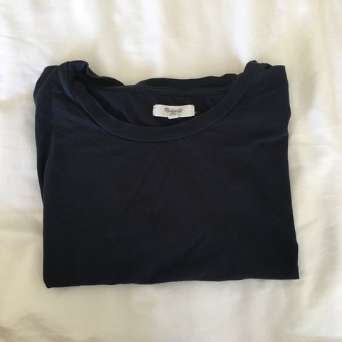5c25fea5 Madewell navy cropped tee-shirt. Good condition, no flaws. - Depop