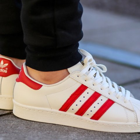 adidas superstar con righe rosse