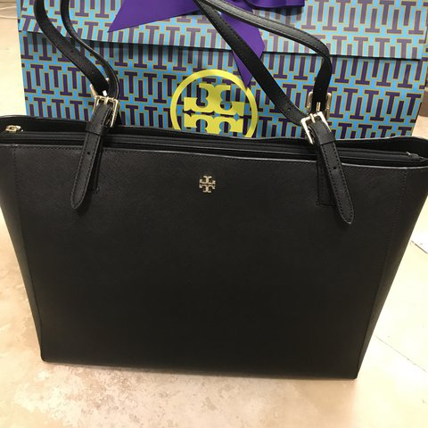 9cb54669be3a Tory Burch large York Buckle Tote black saffiano leather. a - Depop