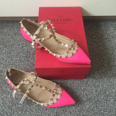 c4867ec99f77 Valentino matte pink flat rockstuds used good condition - Depop