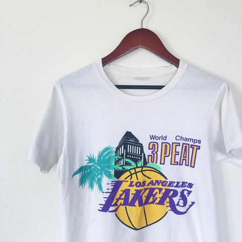 ca97e287ba4b 🏀Vintage 80s Los Angeles Lakers 3-Peat T-Shirt 🏀||The is - Depop