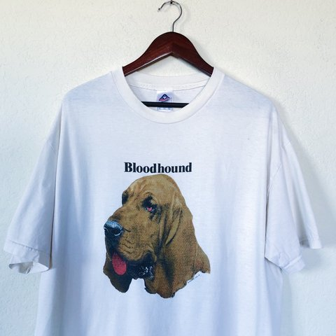 8ffc6ec4f9d7b9 Bloodhound Dog Portrait T-Shirt || Men's XL || Has a very - Depop