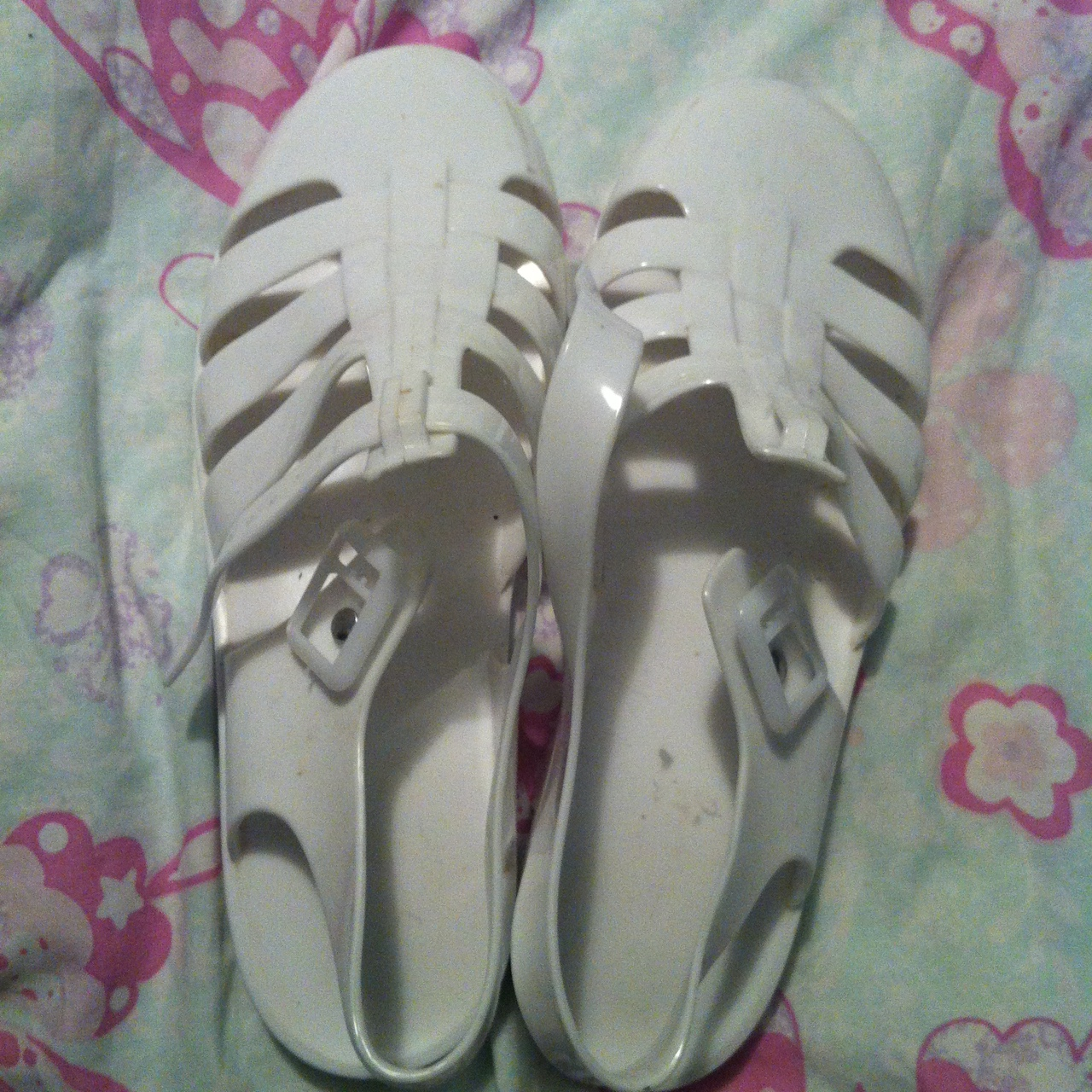White jelly shoes // size 7 from shoe