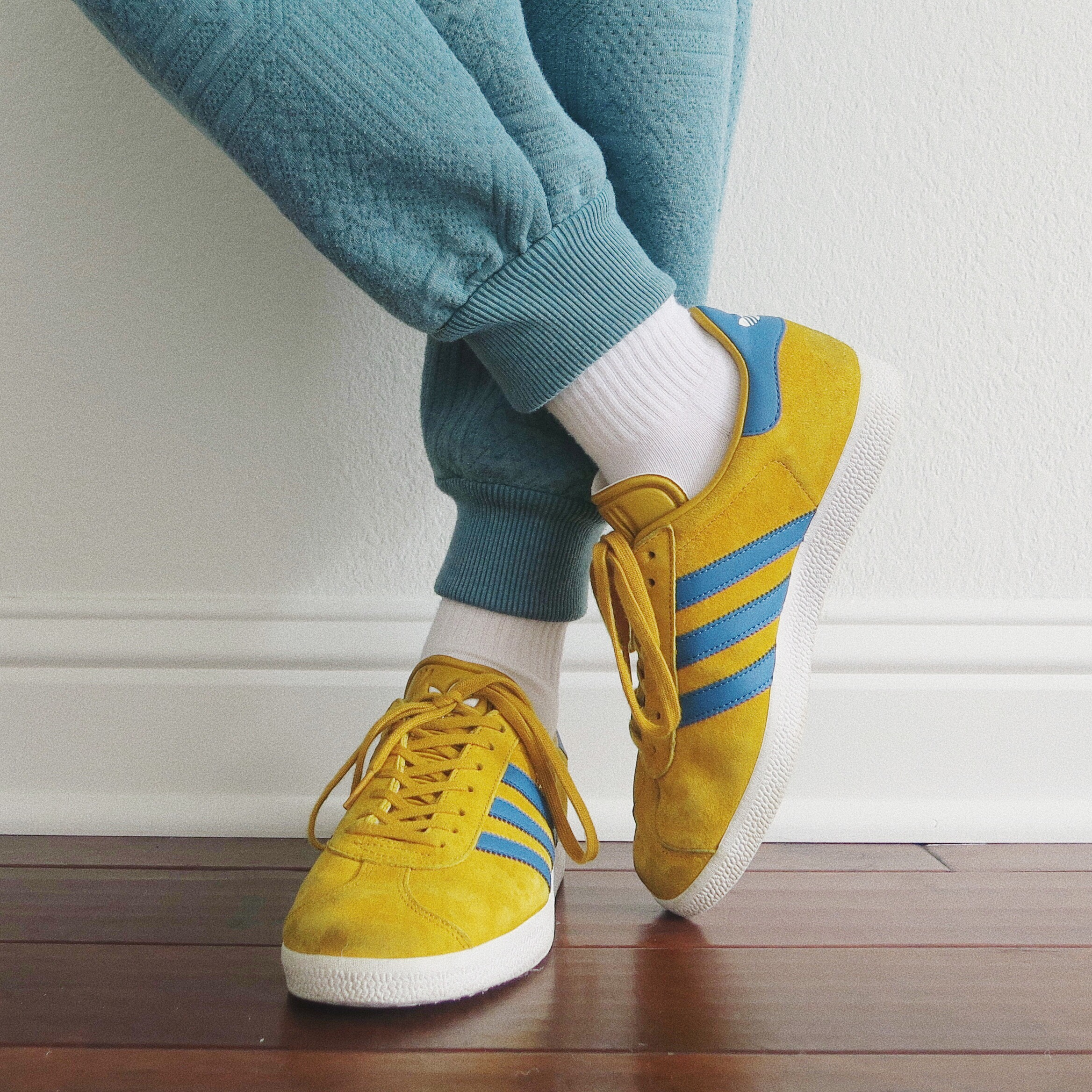 blue and yellow adidas gazelle shoes WOW these shoes...