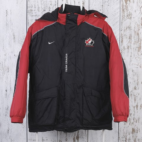 7a65281bcb13 Vintage Nike Team Canada Puffer Jacket (M). We feel this to - Depop