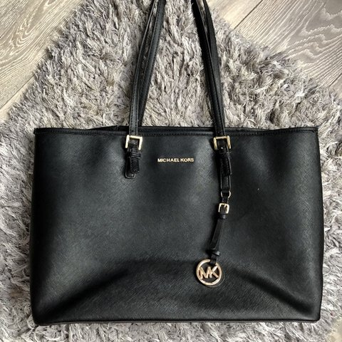 cb7ab4c5c7e1cc @annaizabelatyburska. 6 months ago. Nantwich, United Kingdom. Michael Kors black  Jet Set Travel Leather Tote ...