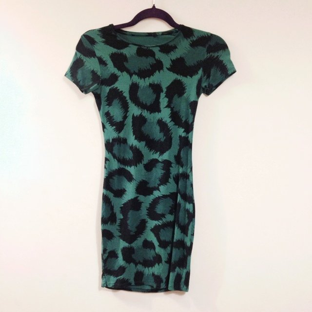 aee87f4c7a9 Topshop green bodycon leopard print dress 💚 Cut out on the - Depop
