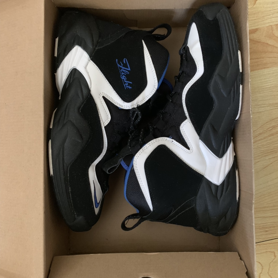 a used pair of Nike Air Go LWP size