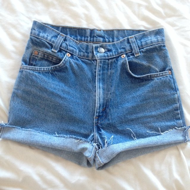 a11ffd66cd high waisted Levi shorts! W28, they fit a 6. Got off a girl - Depop