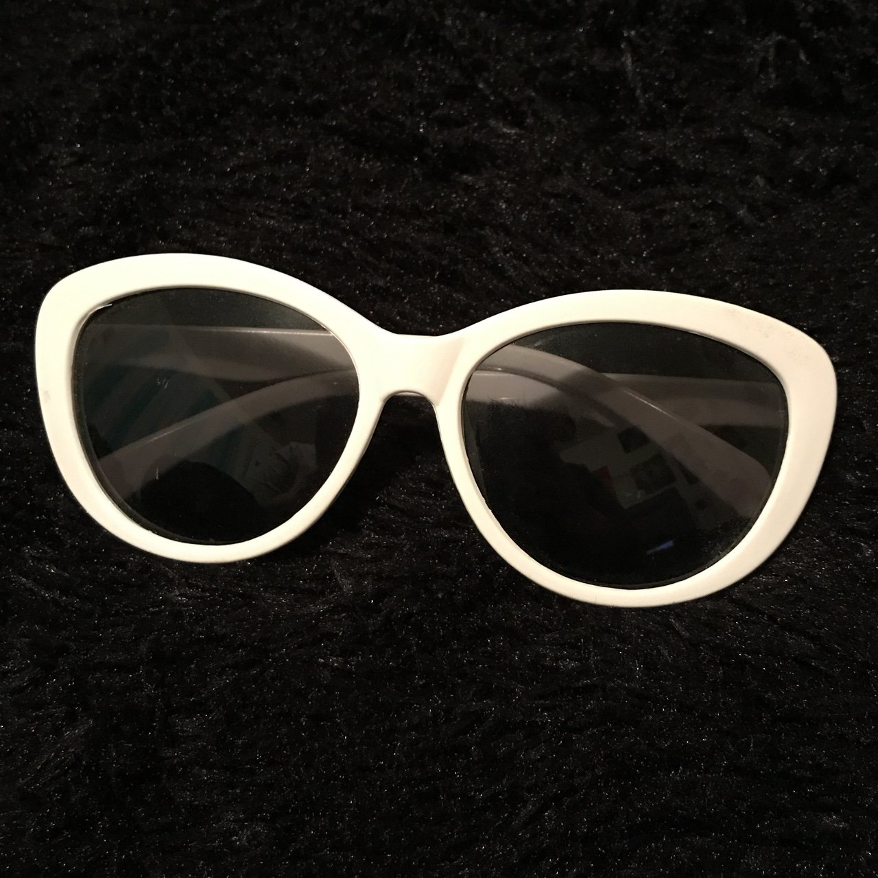 2c4d712ed54 clout goggles type glasses in white. no scratches. perfect - Depop