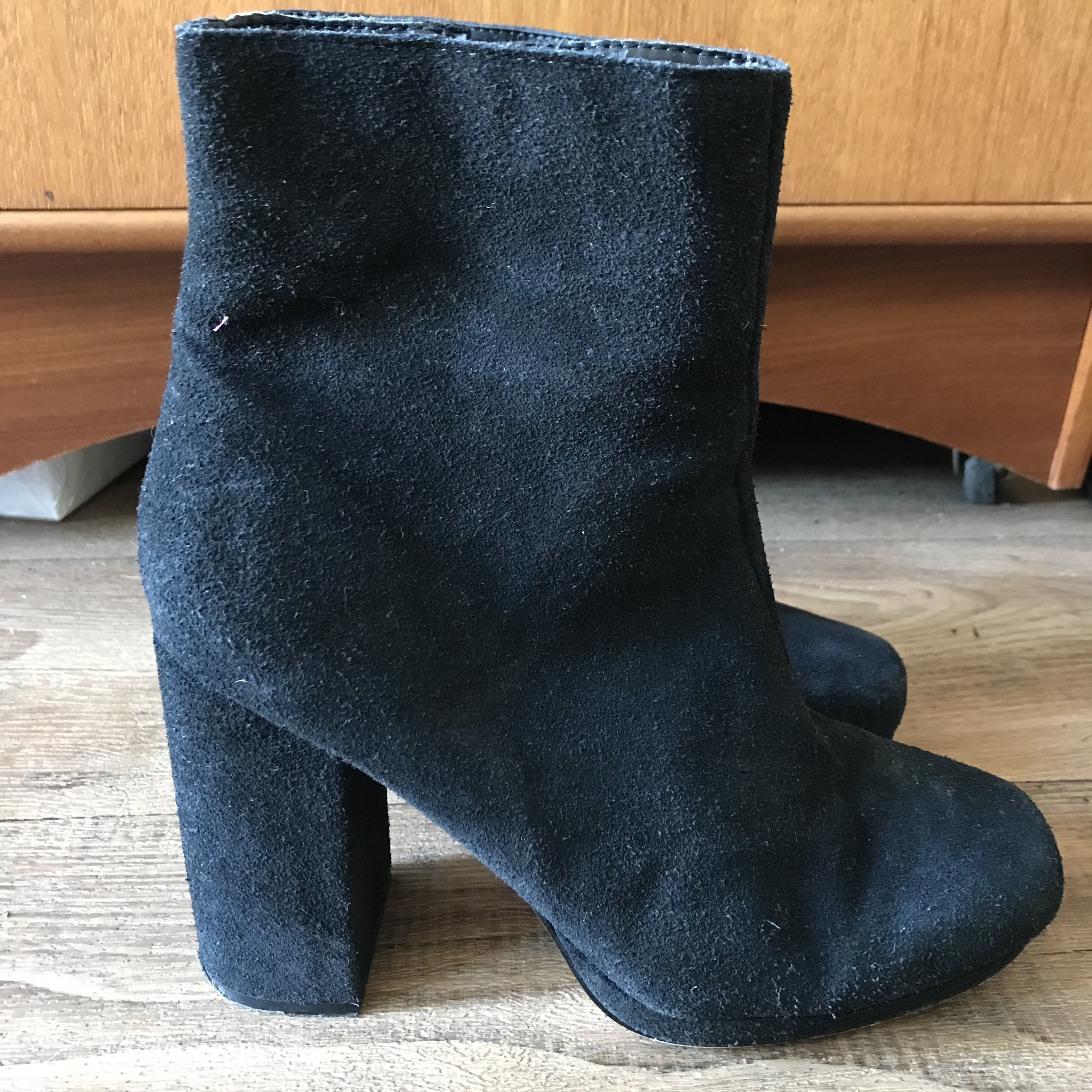 9ef25684bcaf2 Topshop Black suede boots , 70s inspired! Beautiful boots in - Depop