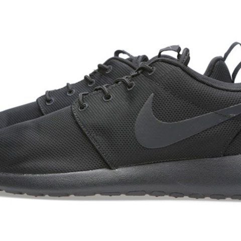 nike roshe run black size 5