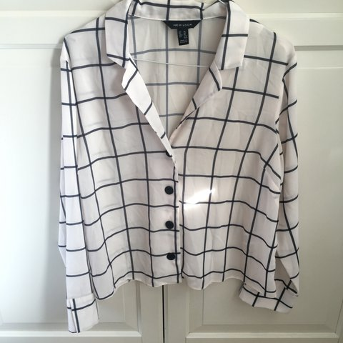 e10d89ec22325f NEW LOOK SIZE 14 BLOUSE Women's white and black check New - Depop