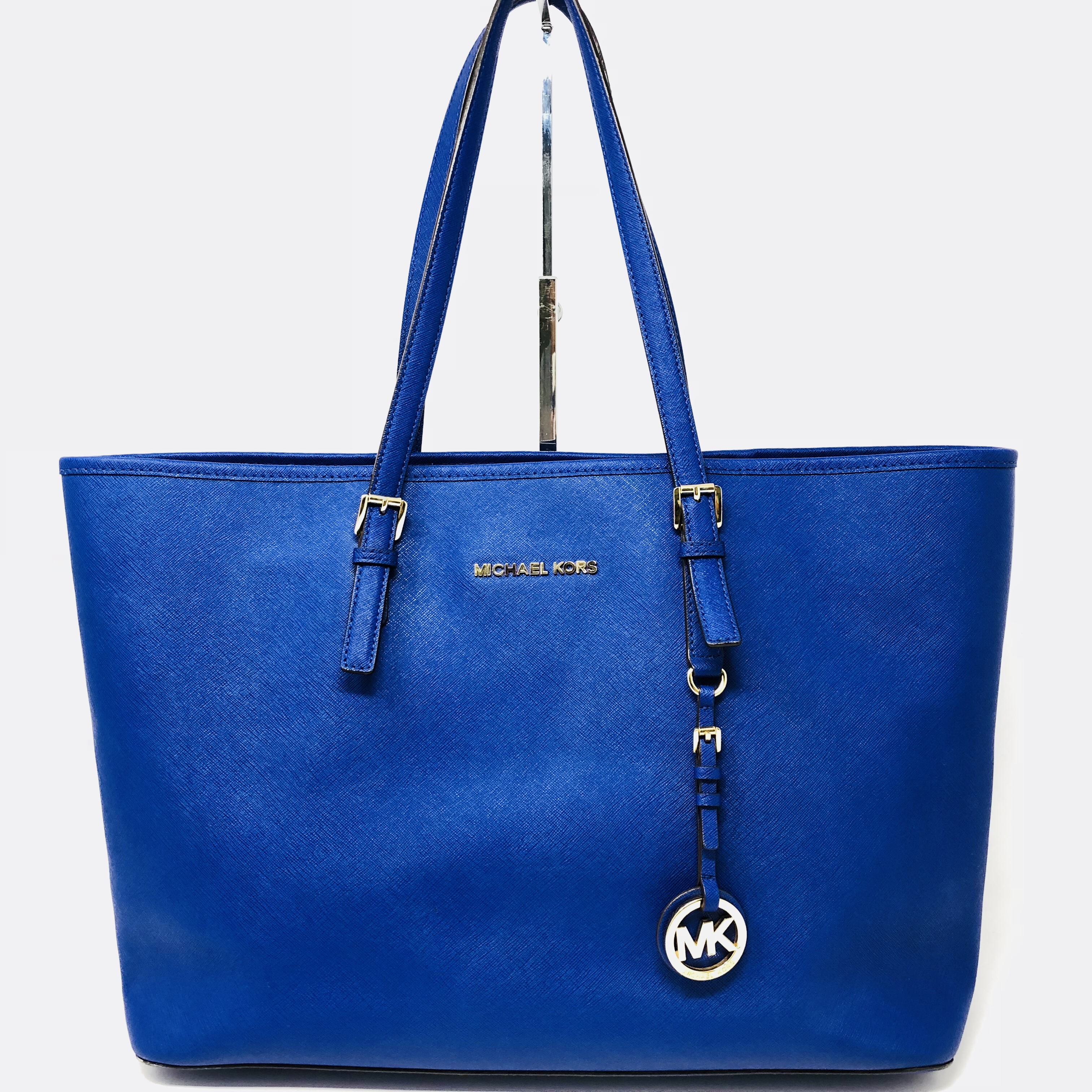 82dc1aa8cf6a @itshadrian. last year. Chino Hills, United States. For your consideration,  this gorgeous rare Michael Kors Large Jet Set tote ...