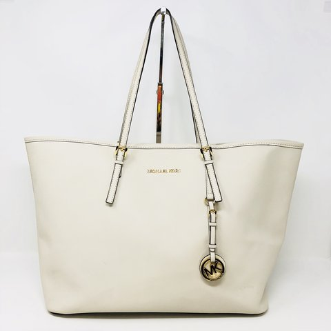 b8214a65d148 @itshadrian. 9 months ago. Chino Hills, United States. Beautiful white  saffiano leather Michael Kors Large Jet Set Tote ...