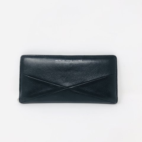 335888e7741 Check out this gorgeous Marc By Marc Jacobs wallet in great - Depop