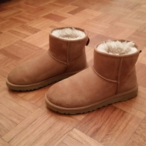 ugg mini nocciola
