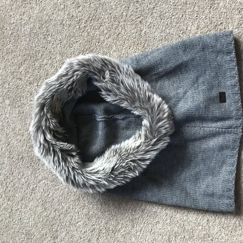 dfc2d9ef0e8 Calvin Klein snood Grey with faux fur around the hood Never - Depop