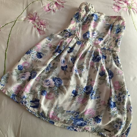 770409542f7 abercrombie and fitch super cute blue   pink floral print i - Depop