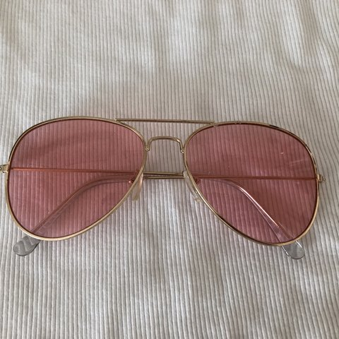 e20dcca828 pink aviators from urban outfitters in perfect condition - Depop