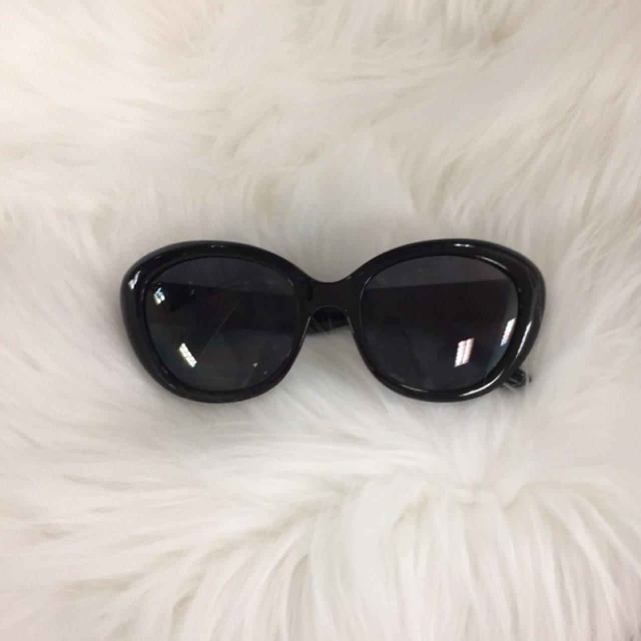 8c6380a0020 Cat eye classic black sunglasses in good condition
