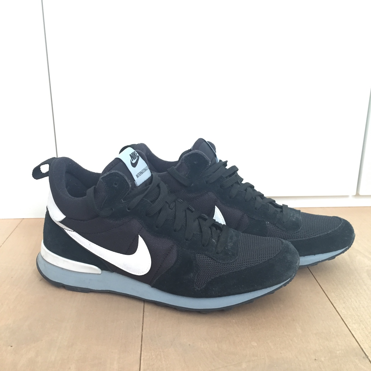 2nike internationalist nere