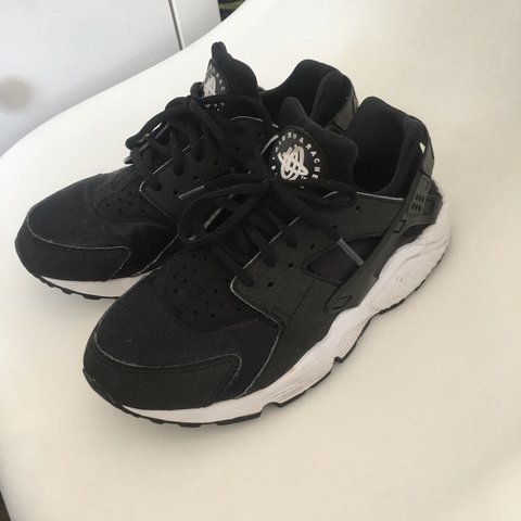 41d7cd46becb Nike Air Huarache Black and White UK size 6 Worn but still - Depop