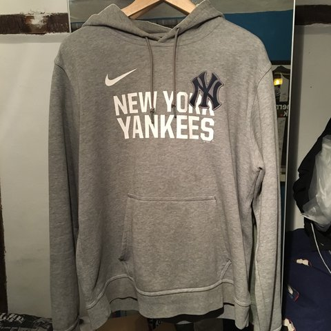 b35365e89 Nike New York yankees hoodie 9 10 condition brought in store - Depop