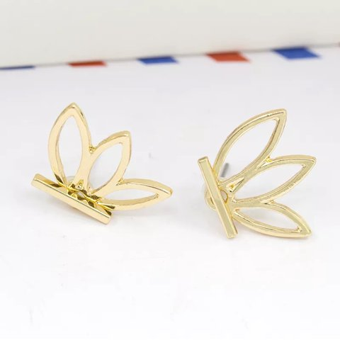 Gold Lotus Flower Earrings Mint Conditions And Never Worn Depop